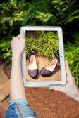Venta online de zapatos fotografiado chica — Foto de Stock
