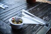 Small bowl of olives outside — Foto de Stock