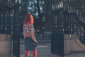 Young woman standing by gates — Foto de Stock