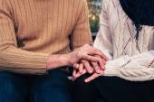 Man and woman holding hands in park — Stock Photo