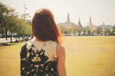 Young woman in park by palace — Stock Photo