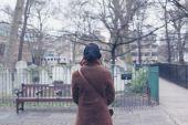 Woman walking around a graveyard — Stock Photo