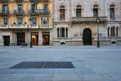 Empty street in Barcelona old town — Stock Photo