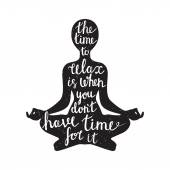 Meditasyon siluet alıntı ile — Stok Vektör