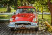 Retro vintage classic car parked in tropical garden — Stock Photo