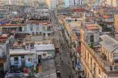 Nice authentic  natural view of old antique retro style Cuban Havana city with people in background — 图库照片