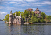 Great landscape view with  old vintage castle standing in the lake — Stock Photo