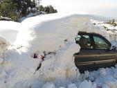 Carro inundado com neve — Fotografia Stock