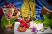 Queso, uvas y vino — Foto de Stock