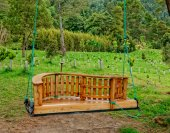 A wooden swing near Green lake of Furnas Sao Miguel — Stock Photo