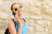 Meisje spreekt via de telefoon — Stockfoto