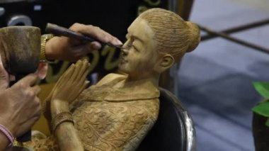 Craftsman wood carving. — Stock Video