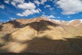 Beautiful mountain on the way from Nubra Valley to Diskit Monastery,Ladakh — Stock Photo