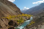 Beautiful mountain and river in Northern Pakistan — Stock Photo
