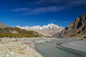 Tupopdan peaks and small river in Northern  Pakistan. — Stock Photo