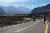 Road from Sost to Pasu in Northern Pakistan — Stock Photo