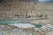 Mountain and river in Northern Pakistan — Stock Photo