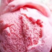 Strawberry Ice-Cream Ball close-up — Stock Photo