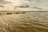 Ponte nel piccolo lago — Foto Stock