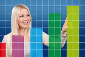 Happy business woman shows a graphic — ストック写真