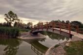 Мост, отражение в воде — Стоковое фото