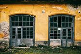 Abandoned old garage — Stock Photo
