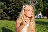 Girl in park with bubbles — Zdjęcie stockowe