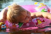 Child swimming — Stock Photo