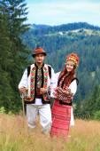 Couple in hutsul costumes — Stock Photo