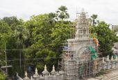 Temple entrance under construction — Stock Photo
