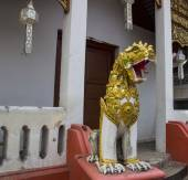 Asian lion statue — Stock Photo