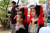 Thailandia collina tribù ragazza e ragazzo con il costume tradizionale — Foto Stock