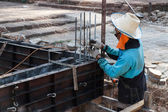 The worker is constructing underground floor of the building — Stock Photo