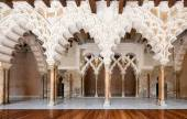 Arabic arches at Aljaferia Palace in Zaragoza, Spain — Stock Photo