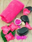 Spa concept (zen stones, hortensia flower and towel) — ストック写真