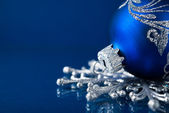 Blue and silver christmas ornaments on dark blue xmas background with space for text — 图库照片