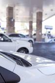 Line of Cars Refilling at Gasoline Station in the Afternoon — Stock Photo