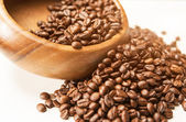 Closeup of Woodden Bowl with Heap of Arabica Coffee Beans on Whi — Stock Photo
