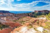 Beautiful Landscapes of Sandstone Cliffs and Pinnacles of Bryce  — 图库照片