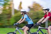 Sport Ideas: Portrait of Young Sportive caucasian Couple Outdoor — Stock Photo