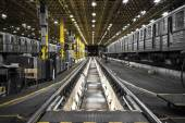 Metro vehicle the repair pit of a corrective station — Stockfoto