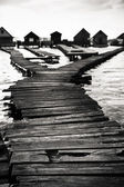 Cottages on the shore of a lake — Stock Photo