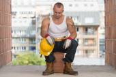 Construction Worker Taking A Break On The Job — Stock Photo