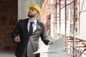 Jonge bouwvakker in hard hat — Stockfoto