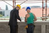 Engineer And Construction Worker Discussing A Project — Stock Photo