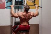 Young Bodybuilder Doing Heavy Weight Exercise For Back — Stock Photo