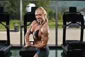Muscular Woman Flexing Muscles — Stock Photo