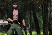 Man With A Bow And Arrows In Woods — Stock Photo