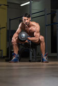 Male Athlete Doing Heavy Weight Exercise For Biceps — Stock Photo