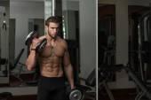 Bodybuilder Exercising Biceps With Dumbbells — Stock Photo